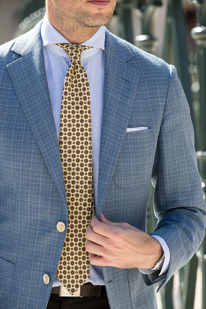 Come indossare una cravatta in seta madder