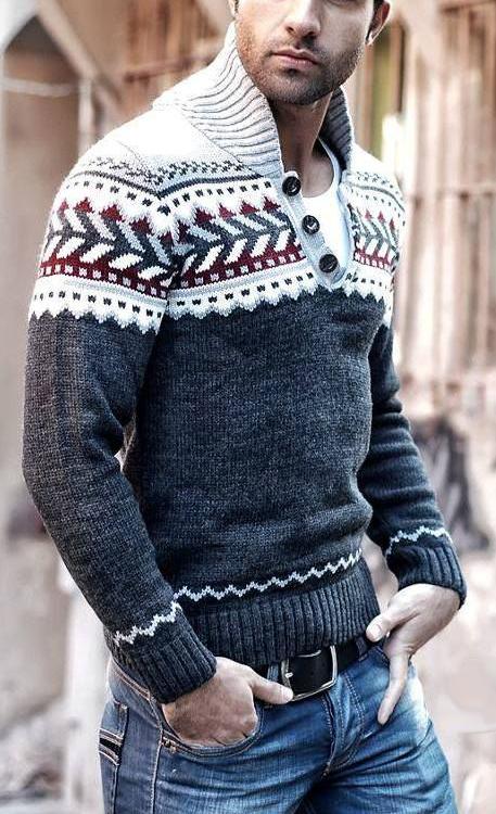 Jeans e maglione con decori natalizi