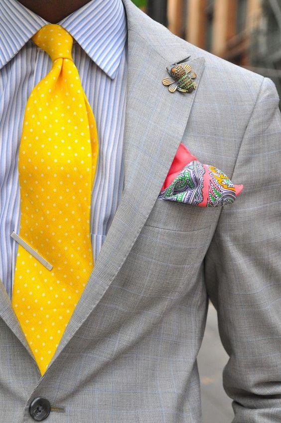 Abbinare cravatta a pois piccoli