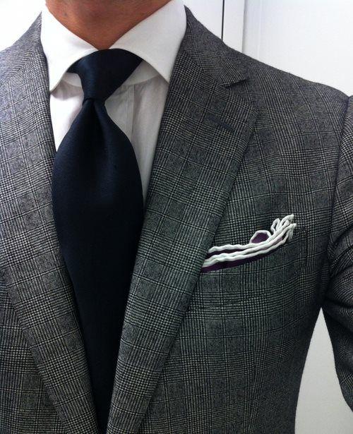 Cravatta blu e camicia bianca