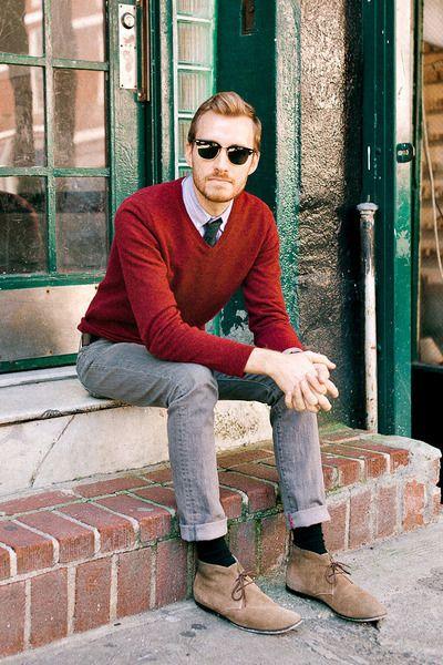 Jeans e maglione rosso borgogna