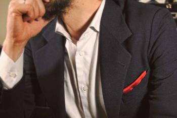 Pochette uomo rossa con giacca