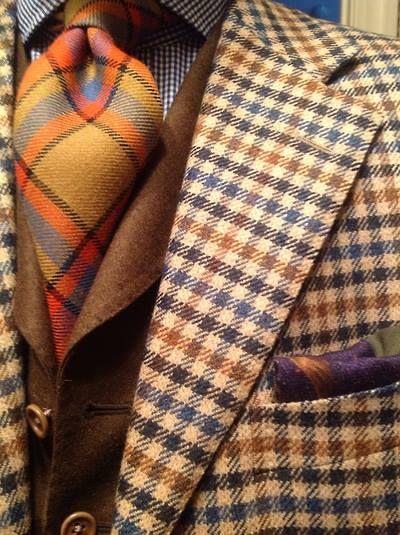 Come abbinare una cravatta a quadri