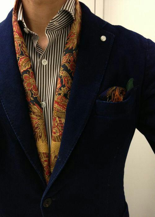 Foulard uomo aperto con giacca