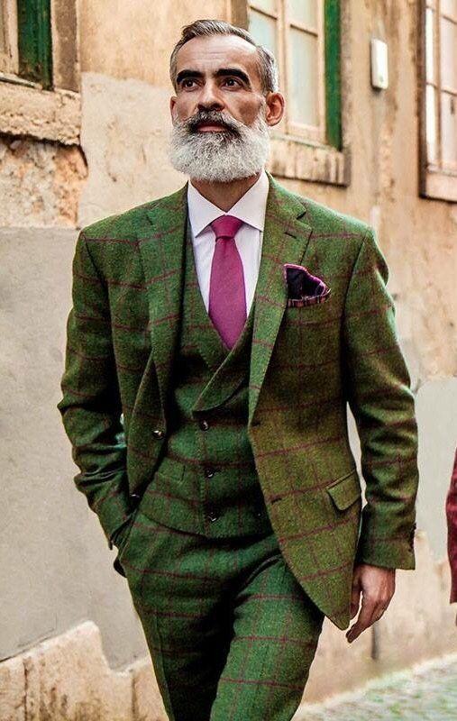 La cravatta: fidato accessorio di abbigliamento per l'uomo