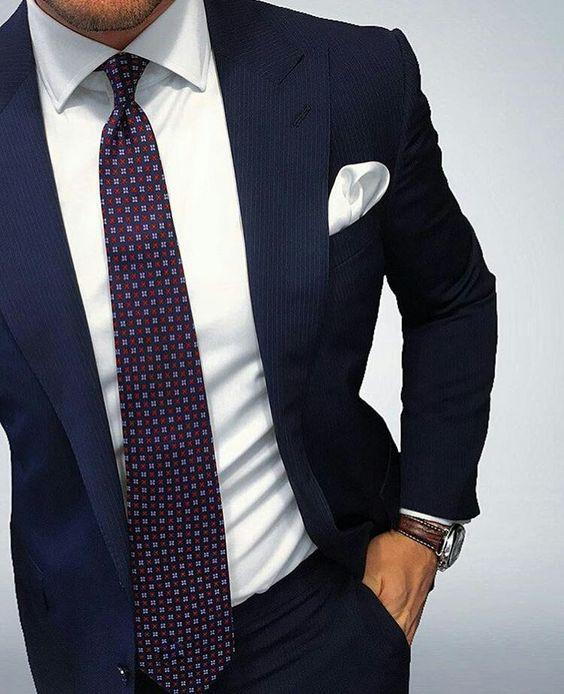Quale cravatta abbinare ad un abito blu  suggerimenti - Cravatte ... 6de7b46f8e7