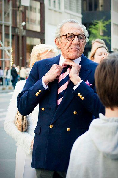 Una doppiopetto perfetta indossata da un uomo elegantissimo