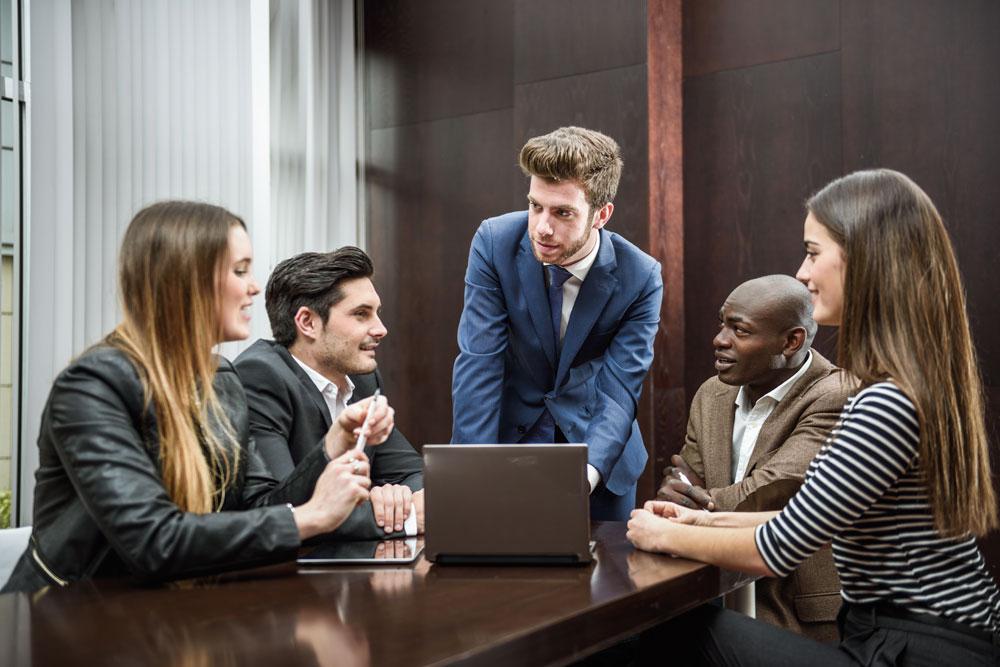 cravatta per un meeting di lavoro