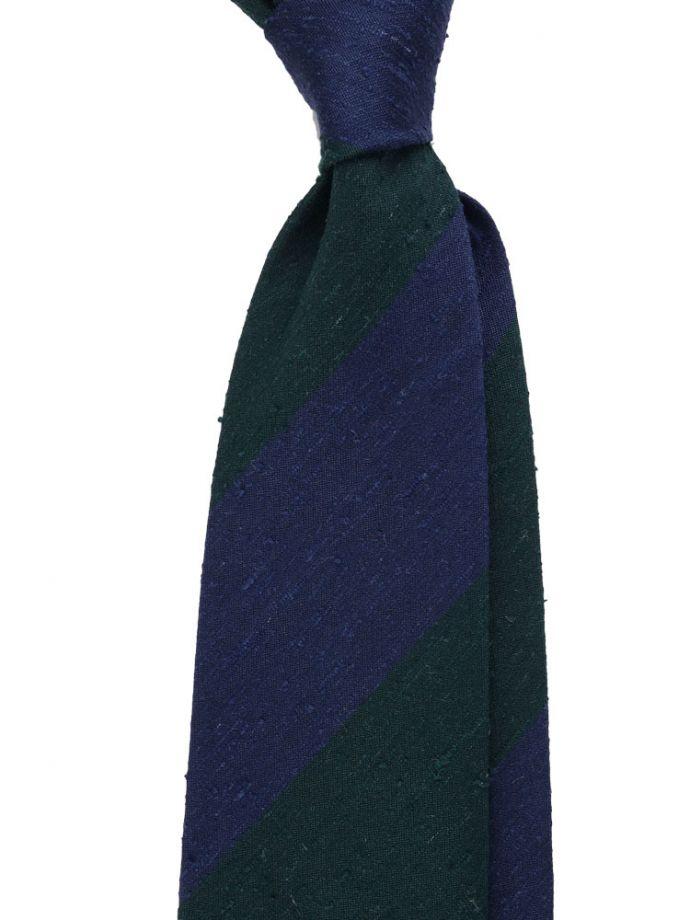 Cravatta regimental ambrata: le righe riprendono il colore di una o più sfumature del colore dominante della cravatta