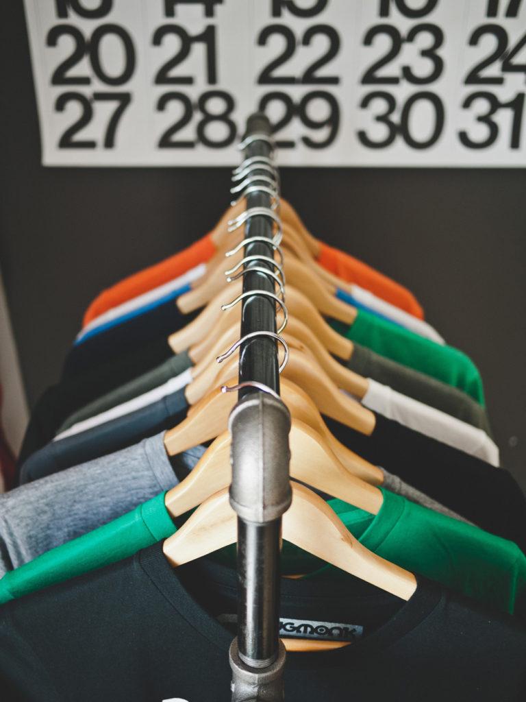 abbigliamento mercatino dell'usato