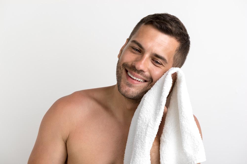 uomo cura pelle