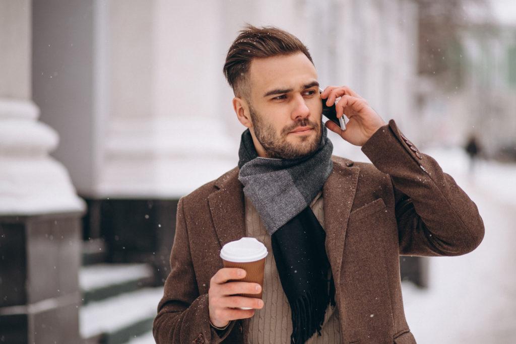 modi di indossare sciarpa uomo invernale
