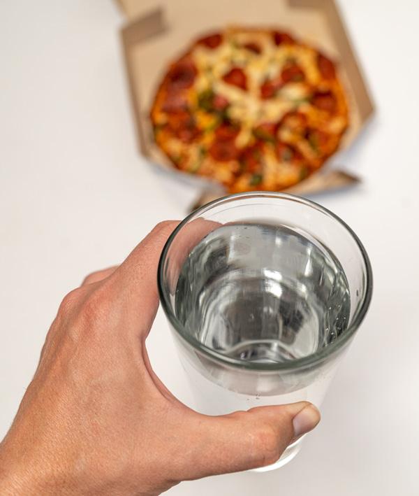 bere acqua prima dei pasti