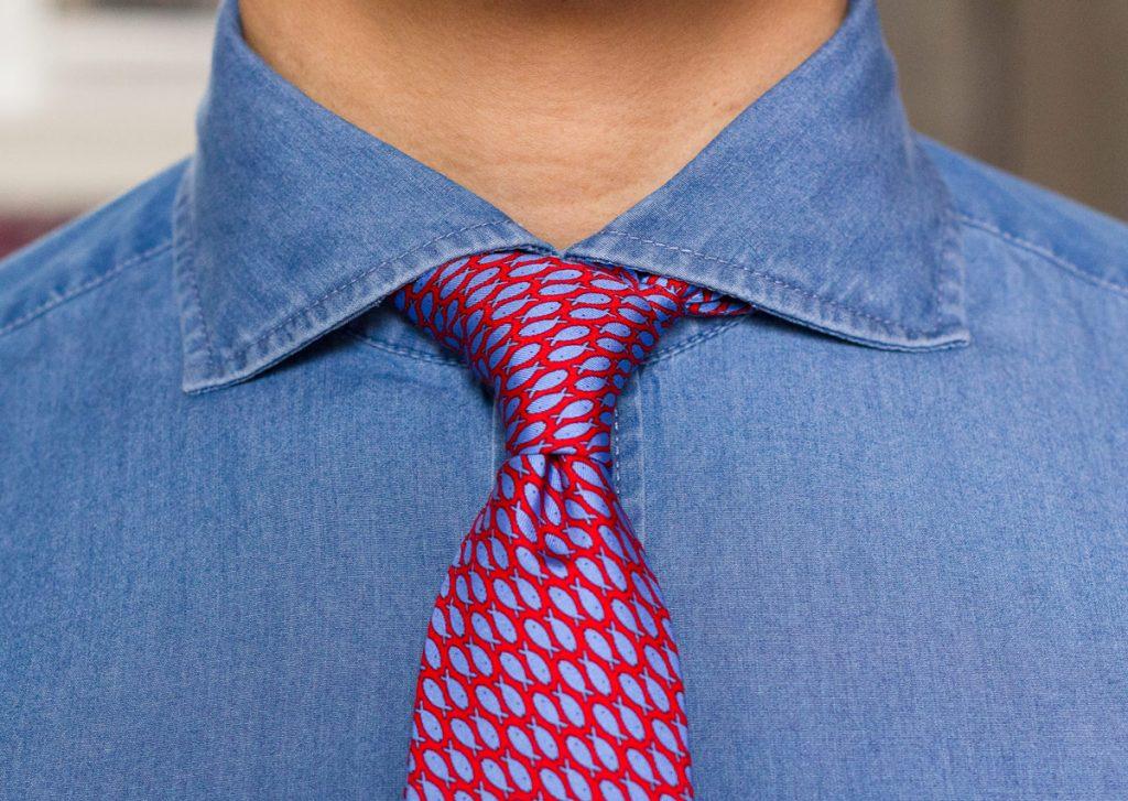 Colletto alla francese con cravatta